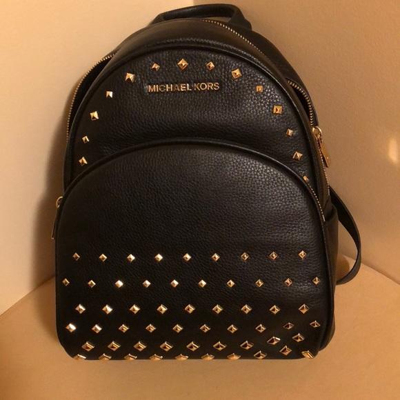 084d51fe50c6 MICHAEL KORS ABBEY Med black backpack NWT
